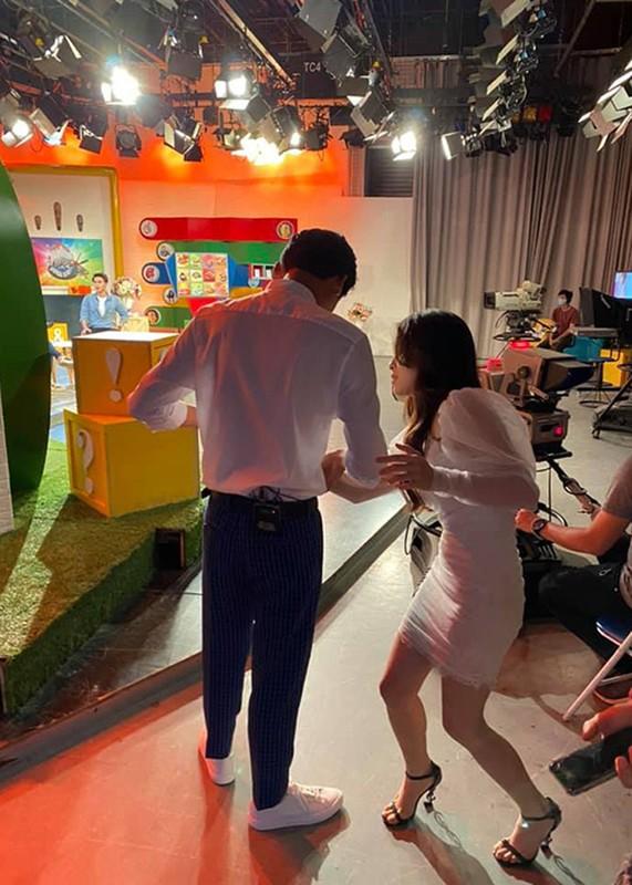 """Loat anh tinh tu cua Xuan Nghi va hot girl """"Nha tro Balanha""""-Hinh-10"""