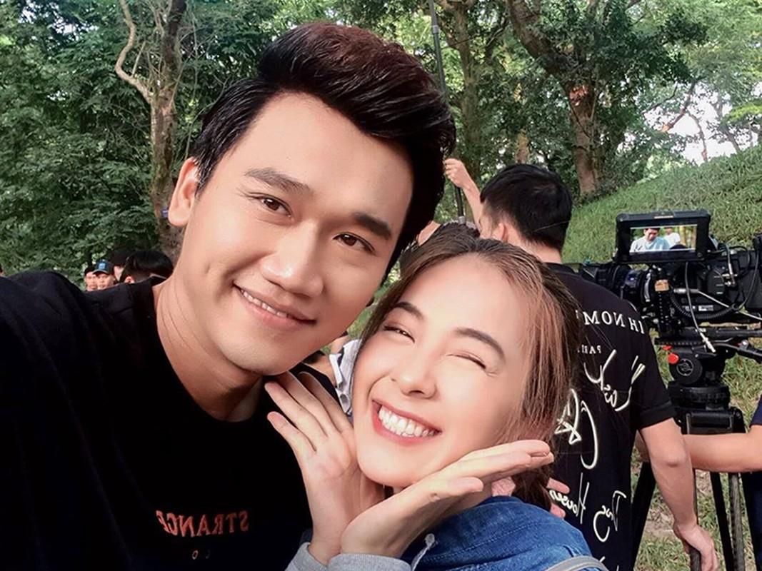 "Loat anh tinh tu cua Xuan Nghi va hot girl ""Nha tro Balanha"""