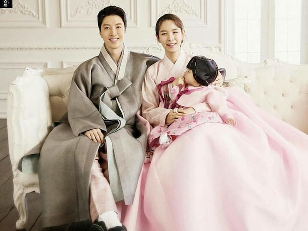 Lee Dong Gun - Jo Yoon Hee: Cuoi nhanh, ly hon chong vanh-Hinh-10