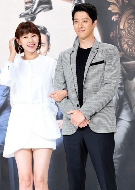 Lee Dong Gun - Jo Yoon Hee: Cuoi nhanh, ly hon chong vanh-Hinh-3