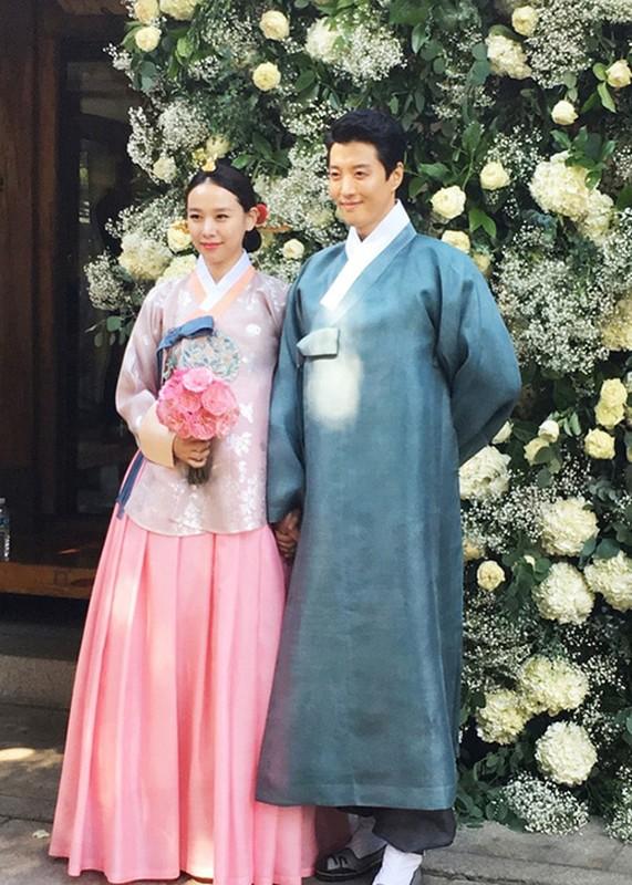 Lee Dong Gun - Jo Yoon Hee: Cuoi nhanh, ly hon chong vanh-Hinh-7