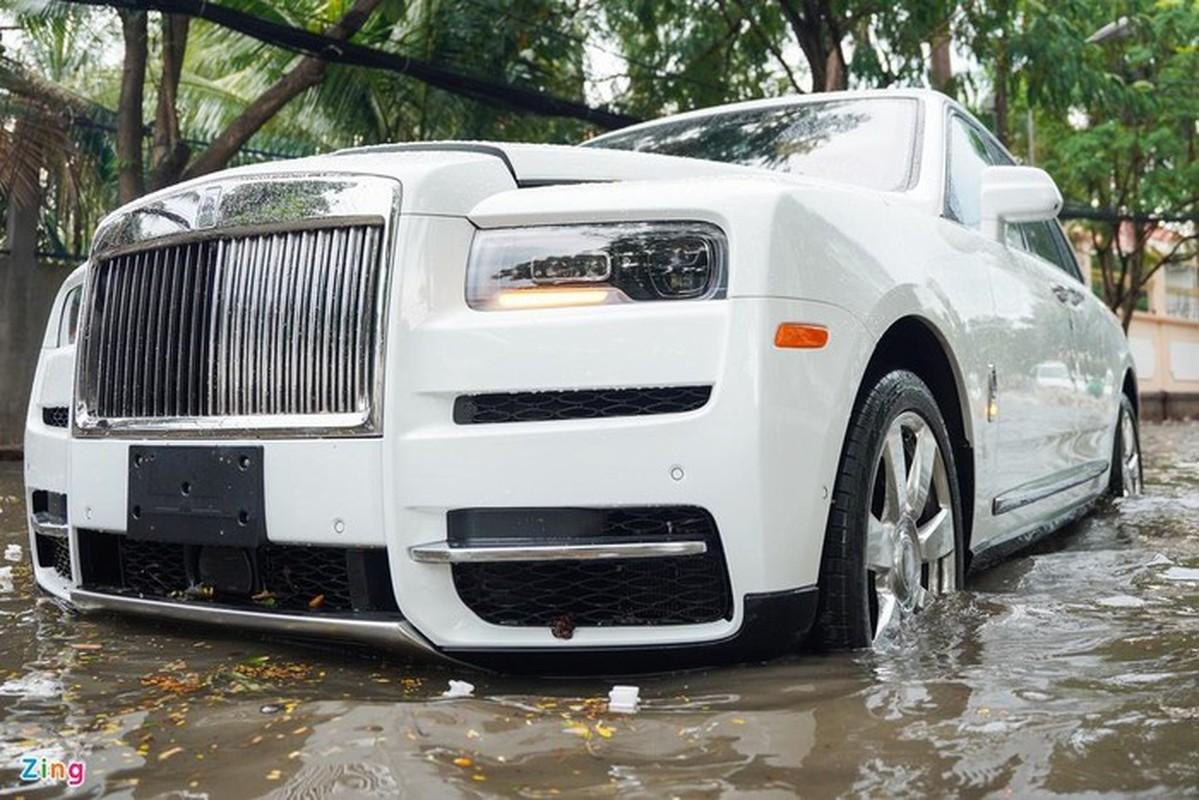 Xe sang Rolls-Royce chet may sau con mua lon o Thao Dien-Hinh-2
