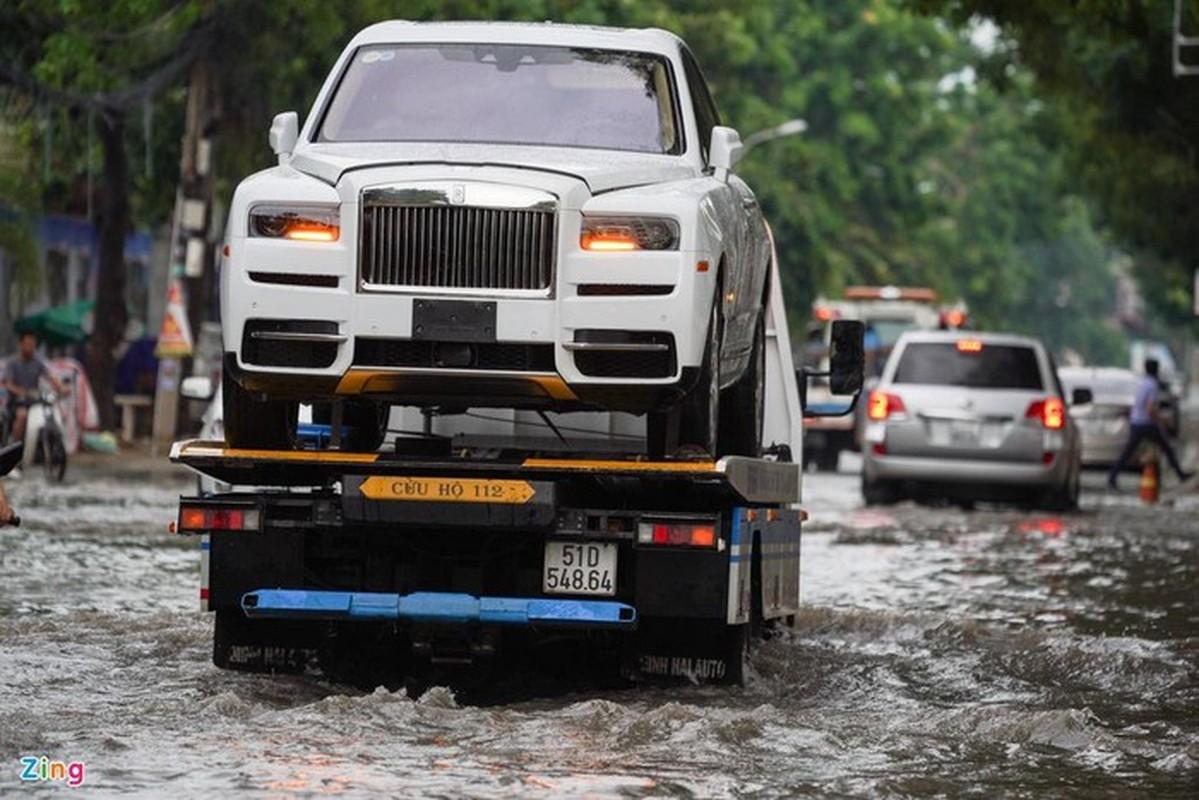 Xe sang Rolls-Royce chet may sau con mua lon o Thao Dien-Hinh-7