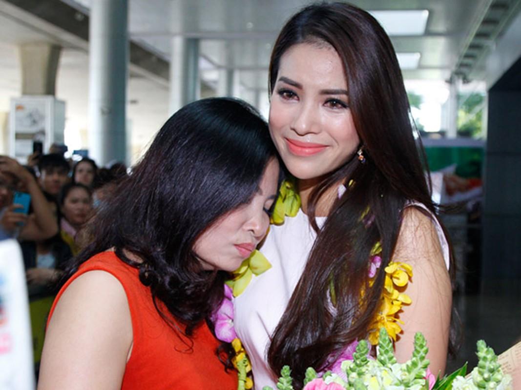 Hoa hau Pham Huong khoe qua gia tri tang me ruot-Hinh-12