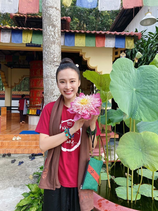 Angela Phuong Trinh bat ngo lam phuc vu quan an-Hinh-5
