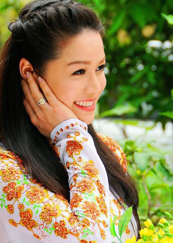 Nhat Kim Anh: Su nghiep thanh cong, doi tu lam on ao-Hinh-2
