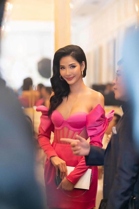 Hoang Thuy mac lo di dam cuoi, co dau Thuy Van len tieng-Hinh-3