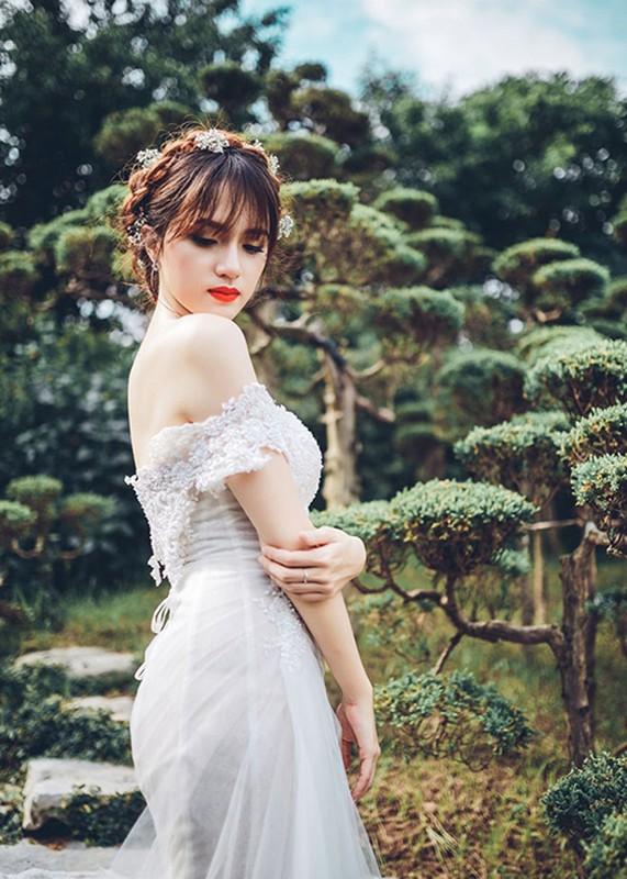 Huong Giang Idol nu tinh, dep me hoac khi mac vay cuoi