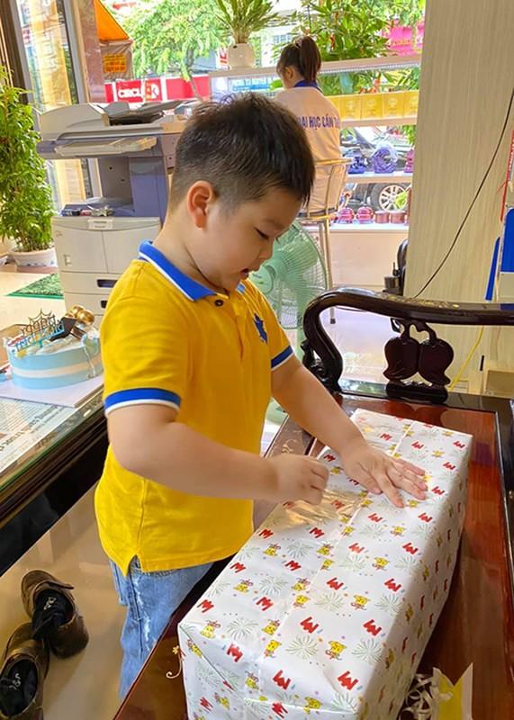 Mung sinh nhat con trai, Nhat Kim Anh to chong cu giam sat chat-Hinh-11