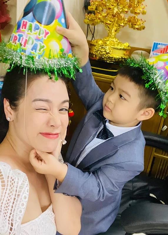 Mung sinh nhat con trai, Nhat Kim Anh to chong cu giam sat chat-Hinh-4