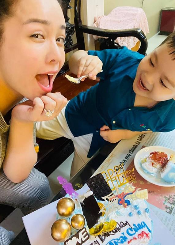 Mung sinh nhat con trai, Nhat Kim Anh to chong cu giam sat chat-Hinh-9