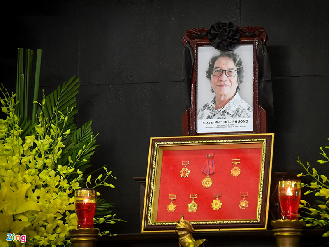 Tung Duong bat khoc trong tang le nhac si Pho Duc Phuong