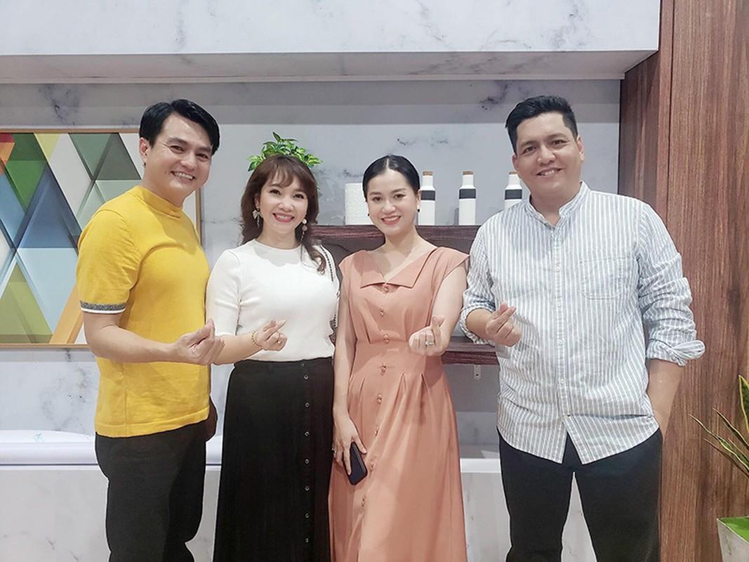 Chan dung vo tre dep, khong ghen tuong cua Cao Minh Dat-Hinh-12