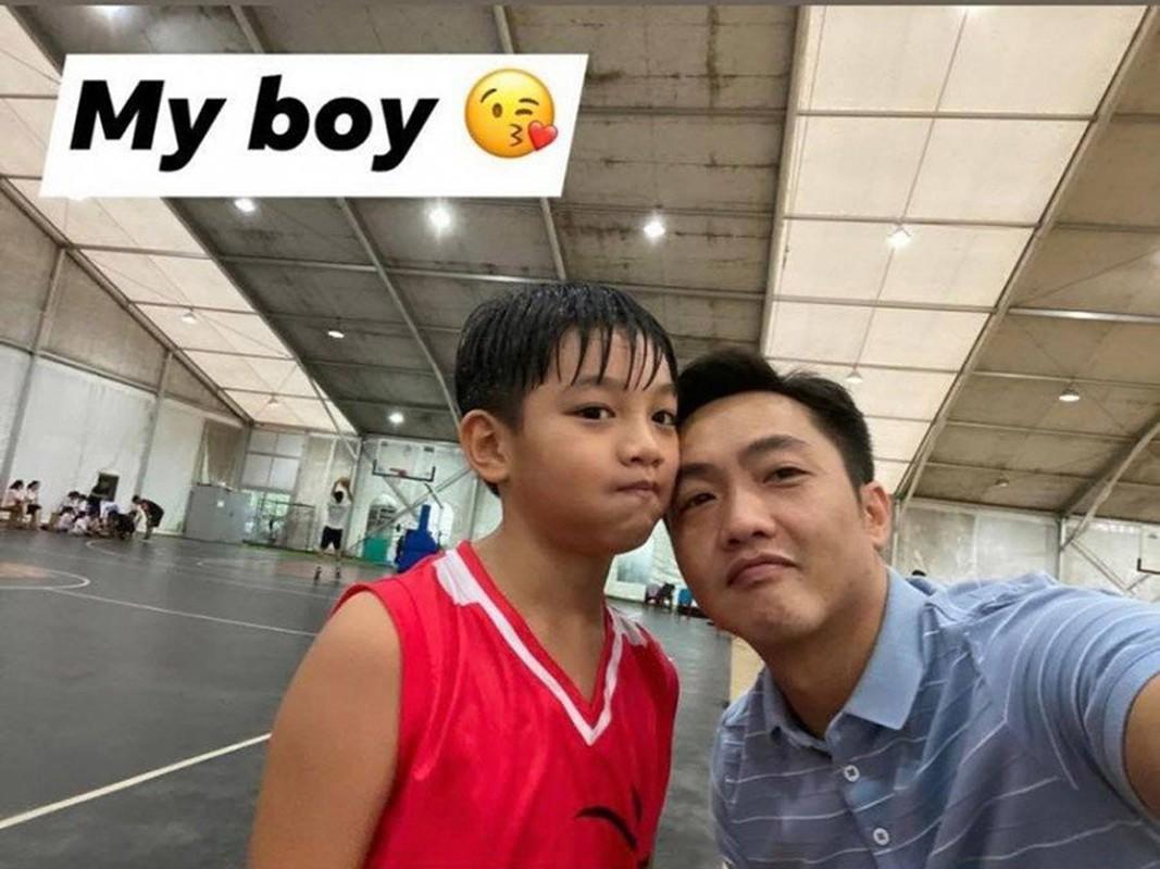 Cuong Do la cham soc con gai hon thang tuoi luc nua dem-Hinh-6