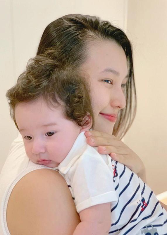 Quy tu dang yeu cua Hoang Oanh va chong Tay dien trai-Hinh-6
