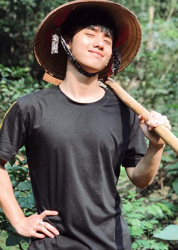 Soi hot boy 10X dong cap voi Pham Quynh Anh trong MV moi-Hinh-12
