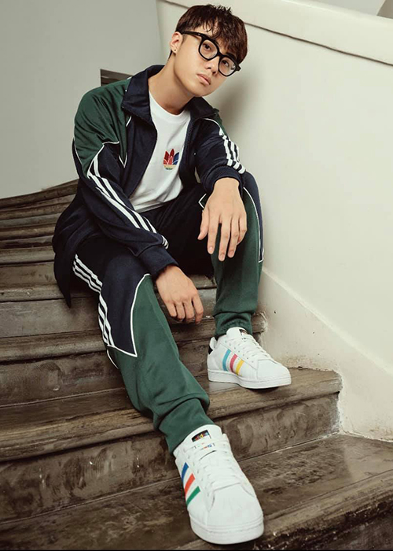 Soi hot boy 10X dong cap voi Pham Quynh Anh trong MV moi-Hinh-9