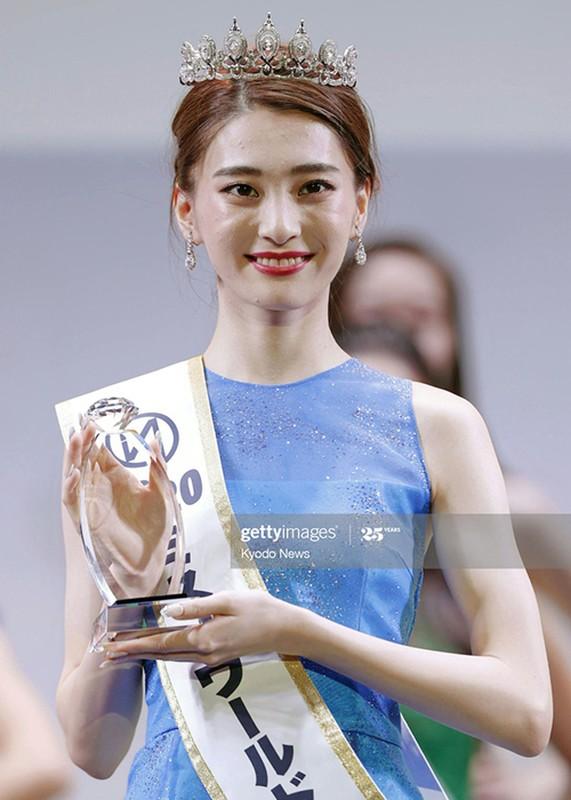 Soi loat doi thu cua Do Thi Ha o Hoa hau The gioi 2021-Hinh-15