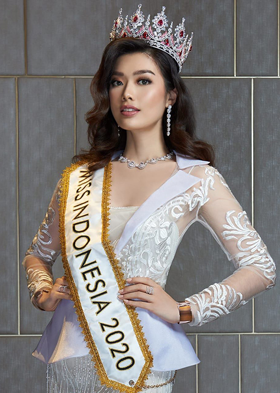 Soi loat doi thu cua Do Thi Ha o Hoa hau The gioi 2021-Hinh-6