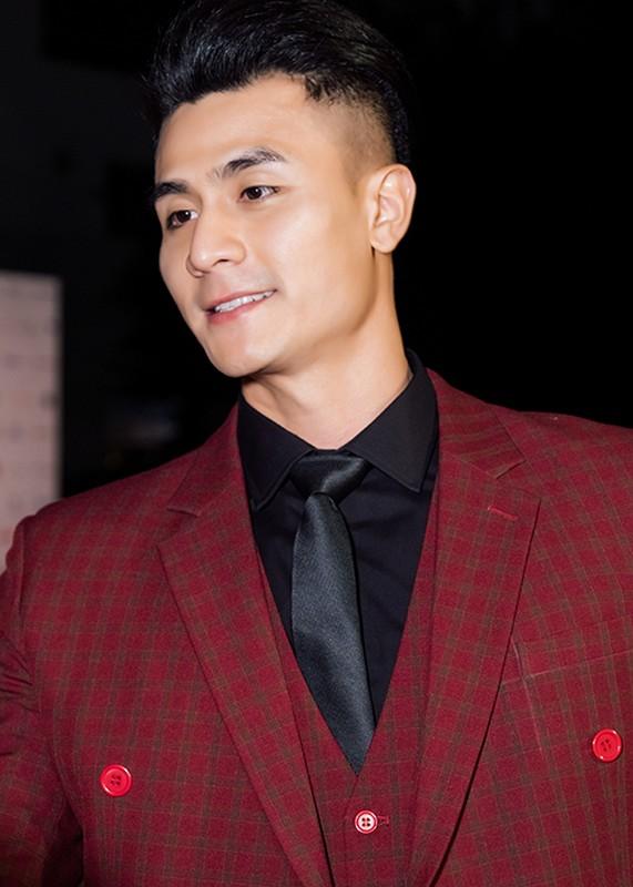 Vinh Thuy khoe than thai chat lu, lien tuc du su kien-Hinh-10