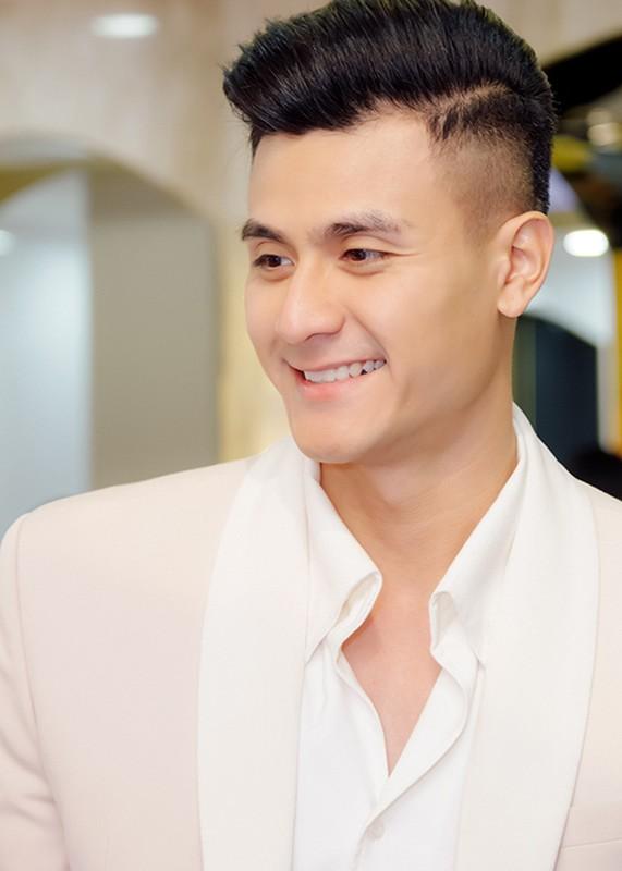Vinh Thuy khoe than thai chat lu, lien tuc du su kien-Hinh-13