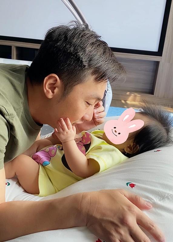 Dam Thu Trang don sinh nhat ben chong va hai con-Hinh-11