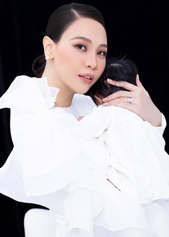 Dam Thu Trang don sinh nhat ben chong va hai con-Hinh-6