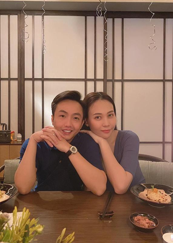 Dam Thu Trang don sinh nhat ben chong va hai con