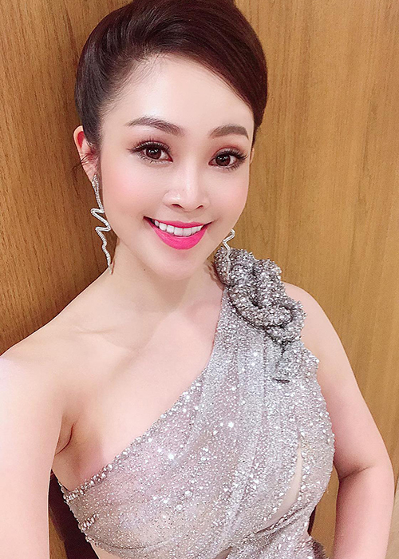 Nhan sac MC Thuy Linh VTV sap lay chong kem 5 tuoi-Hinh-11