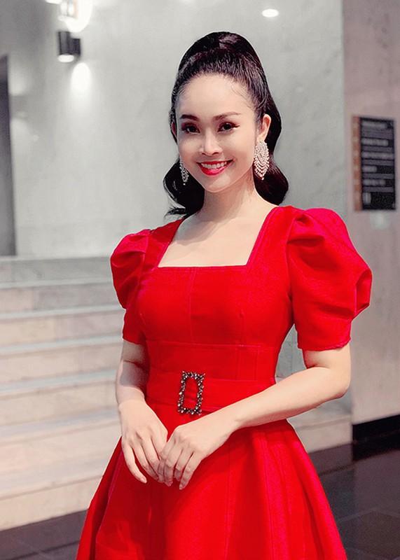 Nhan sac MC Thuy Linh VTV sap lay chong kem 5 tuoi-Hinh-12