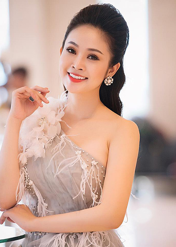 Nhan sac MC Thuy Linh VTV sap lay chong kem 5 tuoi-Hinh-2