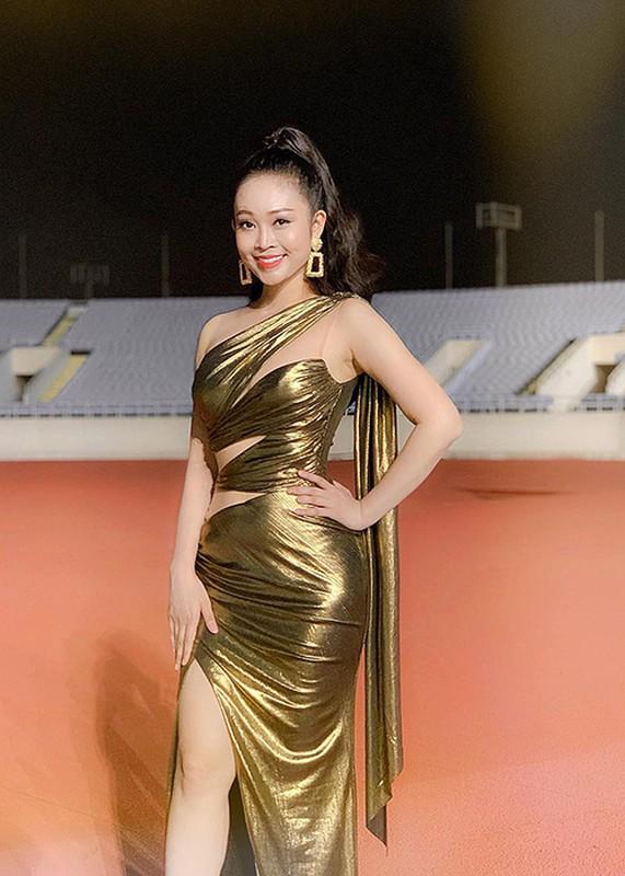 Nhan sac MC Thuy Linh VTV sap lay chong kem 5 tuoi-Hinh-4