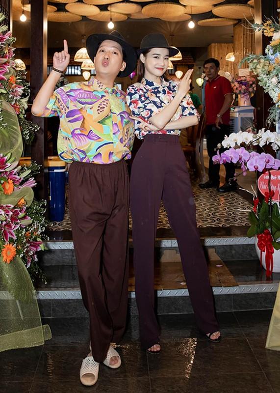 Nha Phuong khoe con gai lon phong phao ben ong xa-Hinh-7