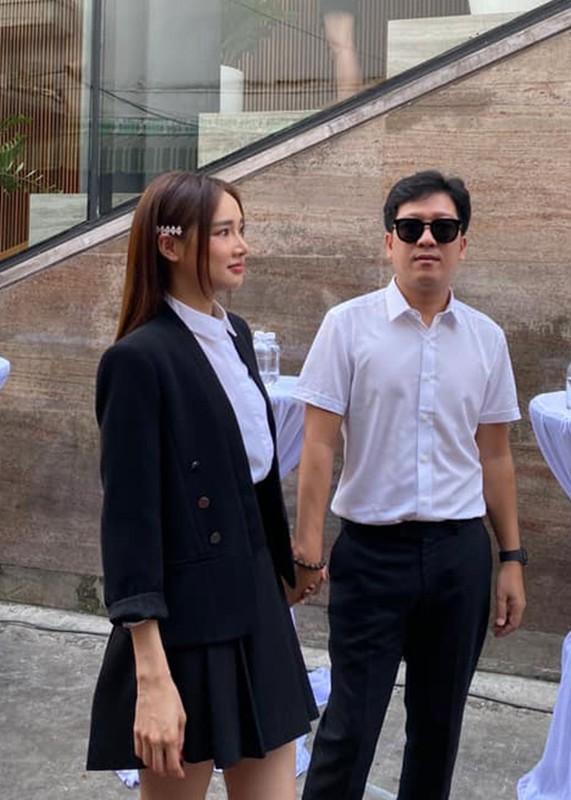 Nha Phuong khoe con gai lon phong phao ben ong xa-Hinh-9