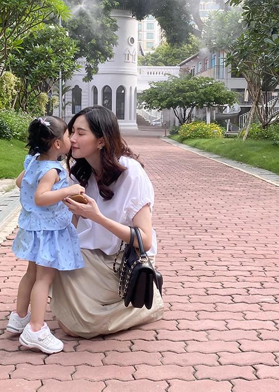 Dang Thu Thao khoe con trai 6 thang tuoi dang yeu vo doi-Hinh-10