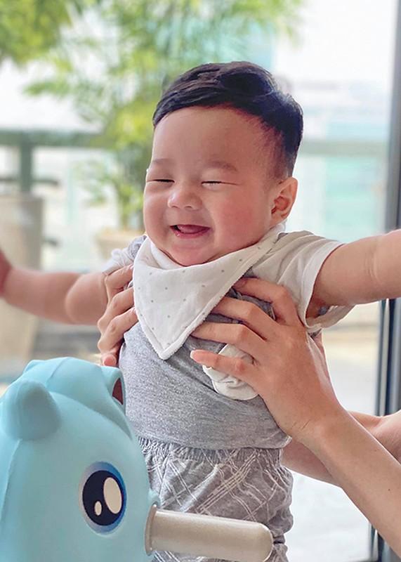 Dang Thu Thao khoe con trai 6 thang tuoi dang yeu vo doi-Hinh-3