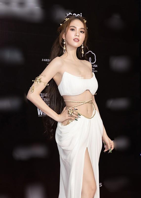 So ho henh, Ngoc Trinh vo tu keo ao nguc tai su kien-Hinh-2