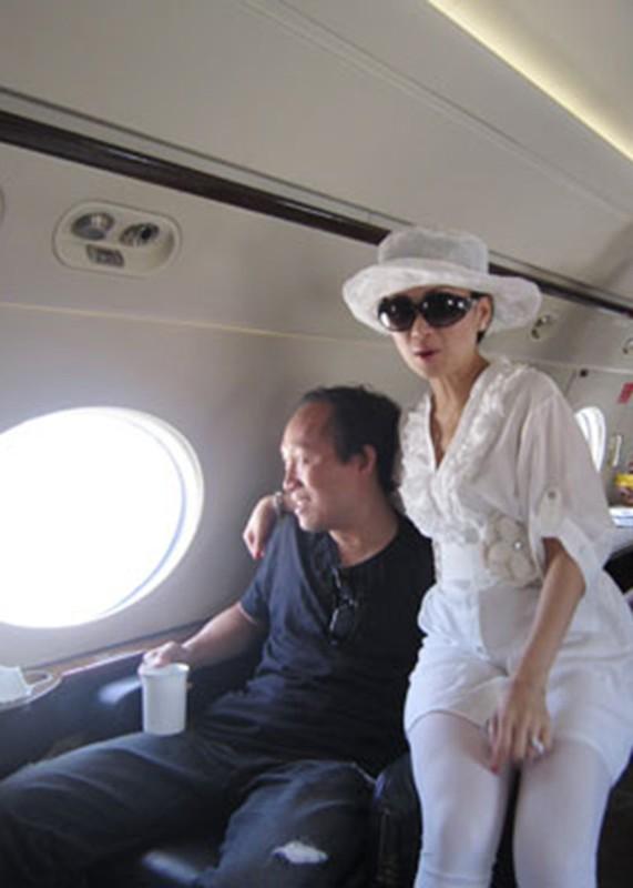 Hon nhan kin tieng cua em gai Cam Ly ben chong ty phu-Hinh-4
