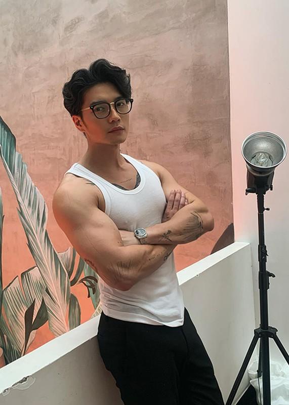 Chan dung trai dep kem 11 tuoi nghi hen ho Ngo Thanh Van-Hinh-3