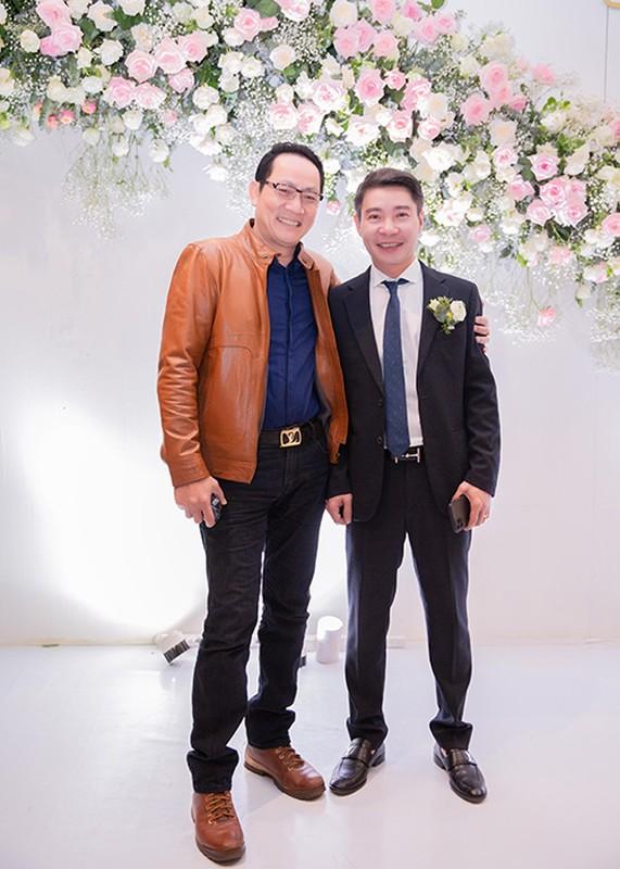 Cong Ly nguong ngung hon ba xa kem 15 tuoi trong tiec cuoi-Hinh-12