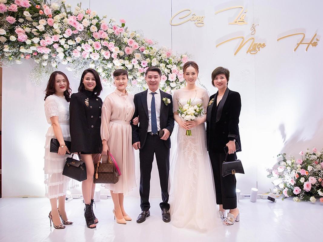Cong Ly nguong ngung hon ba xa kem 15 tuoi trong tiec cuoi-Hinh-13