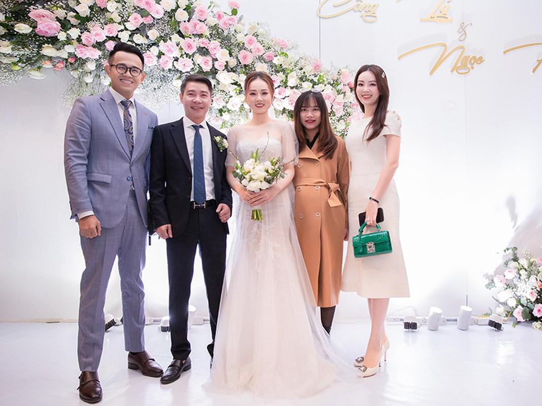 Cong Ly nguong ngung hon ba xa kem 15 tuoi trong tiec cuoi-Hinh-14