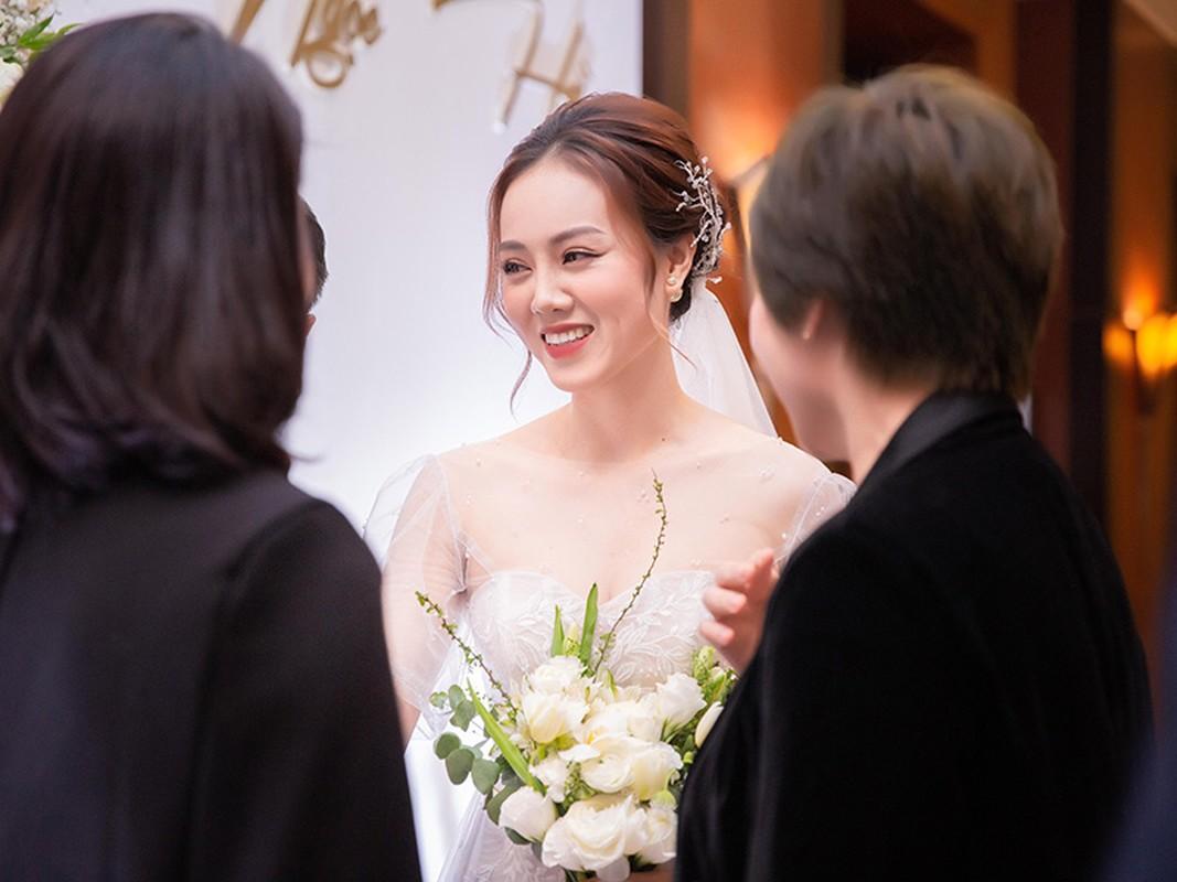 Cong Ly nguong ngung hon ba xa kem 15 tuoi trong tiec cuoi-Hinh-3