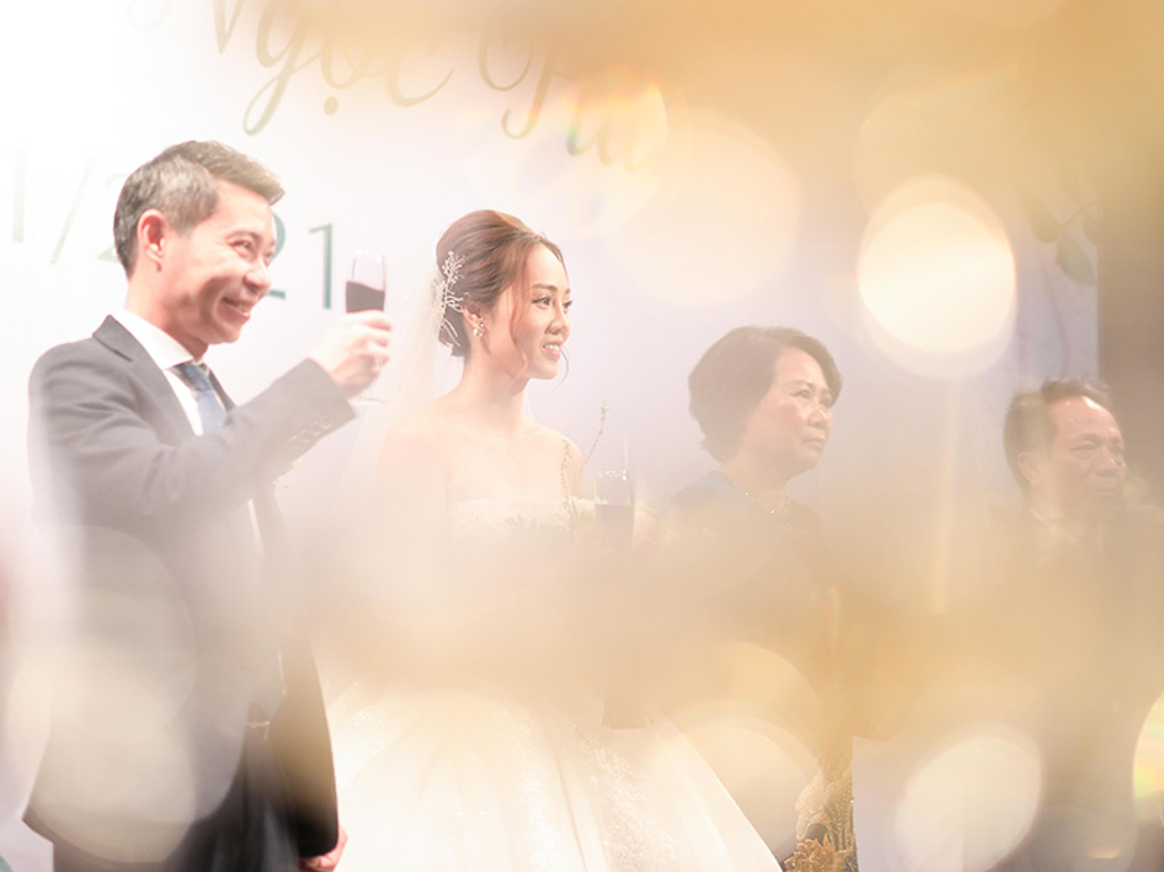 Cong Ly nguong ngung hon ba xa kem 15 tuoi trong tiec cuoi-Hinh-8