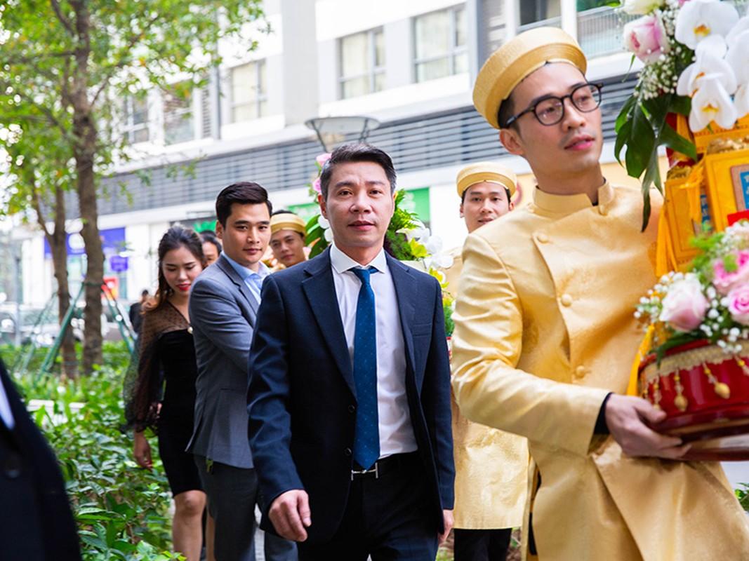 Nghe si Cong Ly tuoi roi ben vo kem 15 tuoi trong dam hoi-Hinh-4