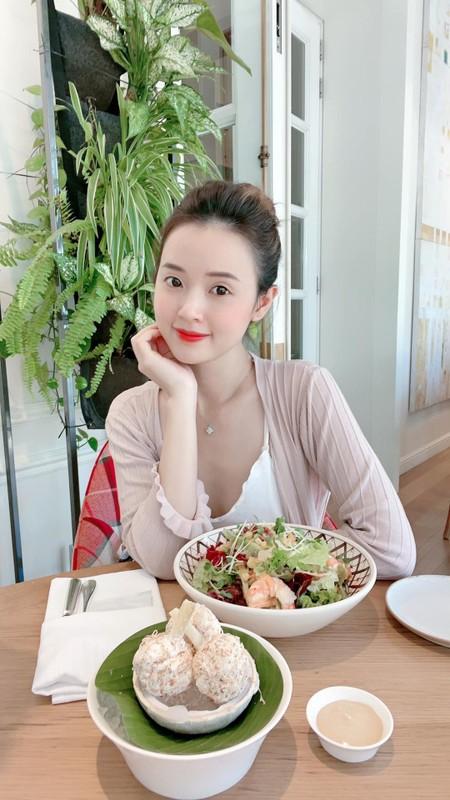 Mai Phuong Thuy duoc khen vi de mat moc qua xinh dep-Hinh-6