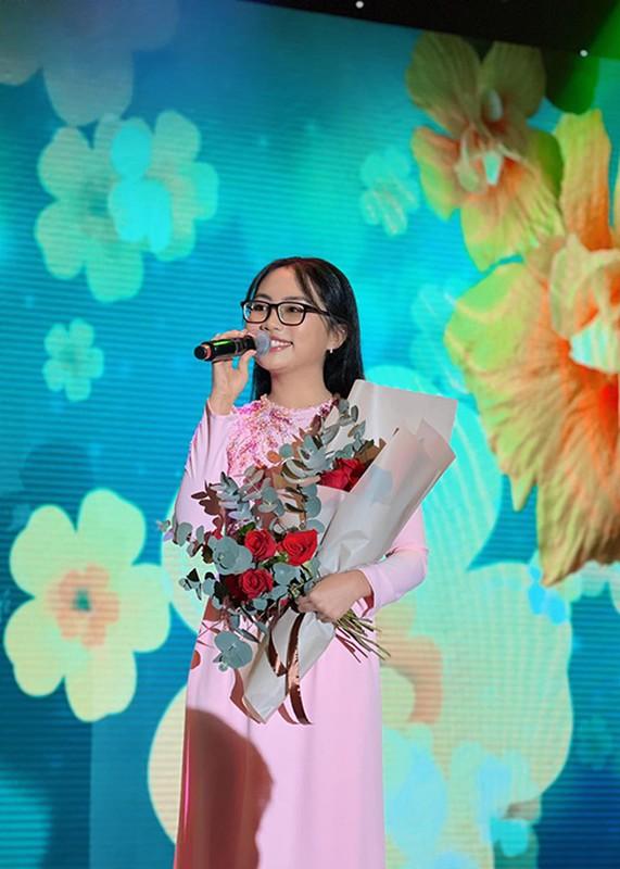 Cuoc song van nguoi mo cua Phuong My Chi o tuoi 18-Hinh-12