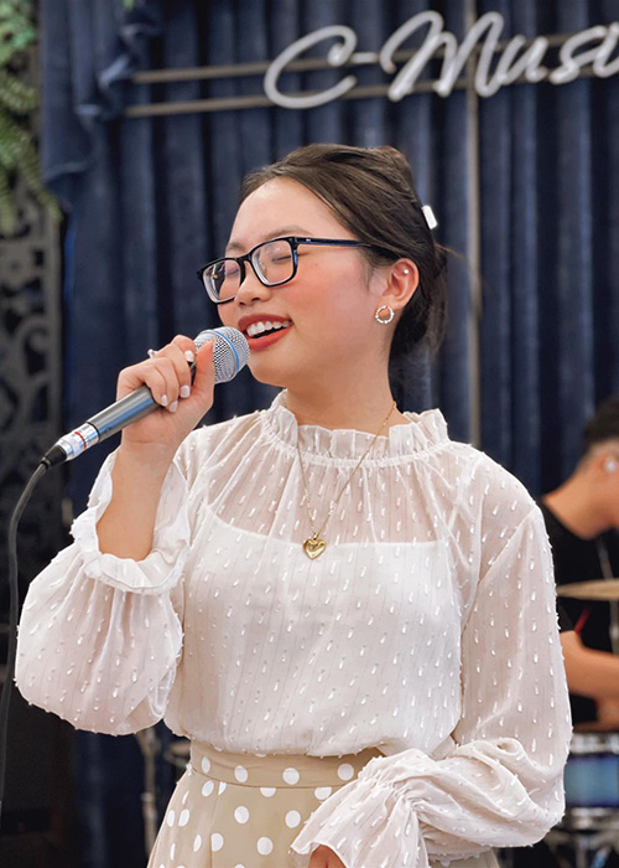 Cuoc song van nguoi mo cua Phuong My Chi o tuoi 18-Hinh-3