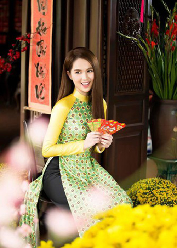 Ngoc Trinh chiu chi the nao... vung 400 trieu sam qua Tet?-Hinh-4
