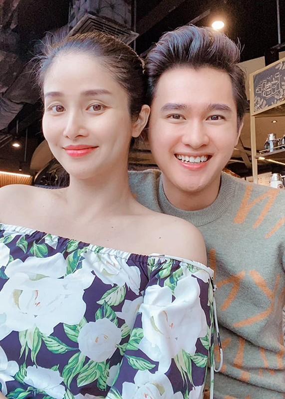 Le Quyen va loat my nhan Viet hanh phuc ben trai kem tuoi-Hinh-4